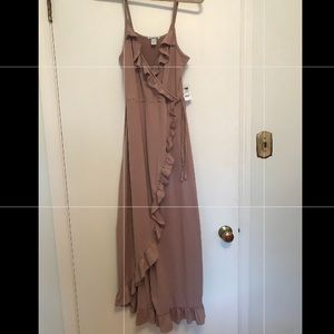 New with tags faux wrap dress. Size medium.